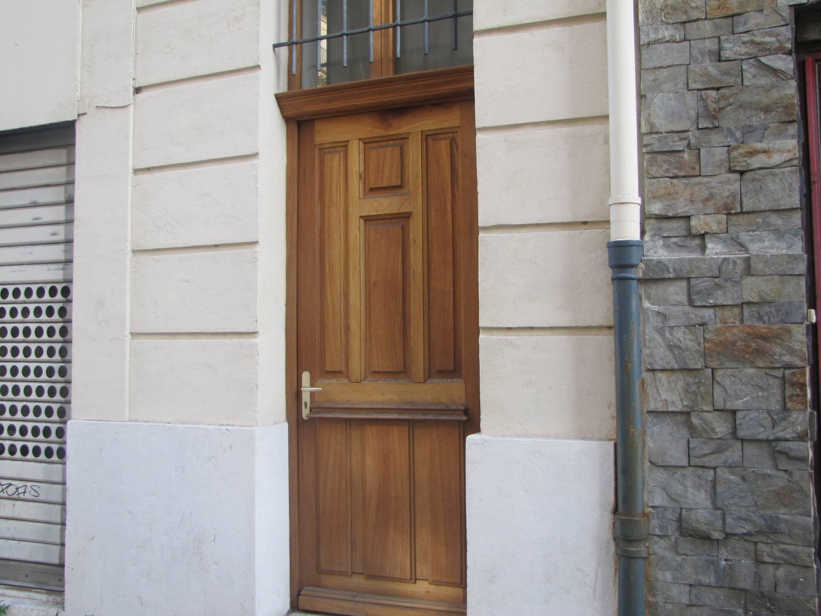 Porte D Entrée En Bois Massif Prix réalisation d'une porte d'entrée en bois massif de sapelli à