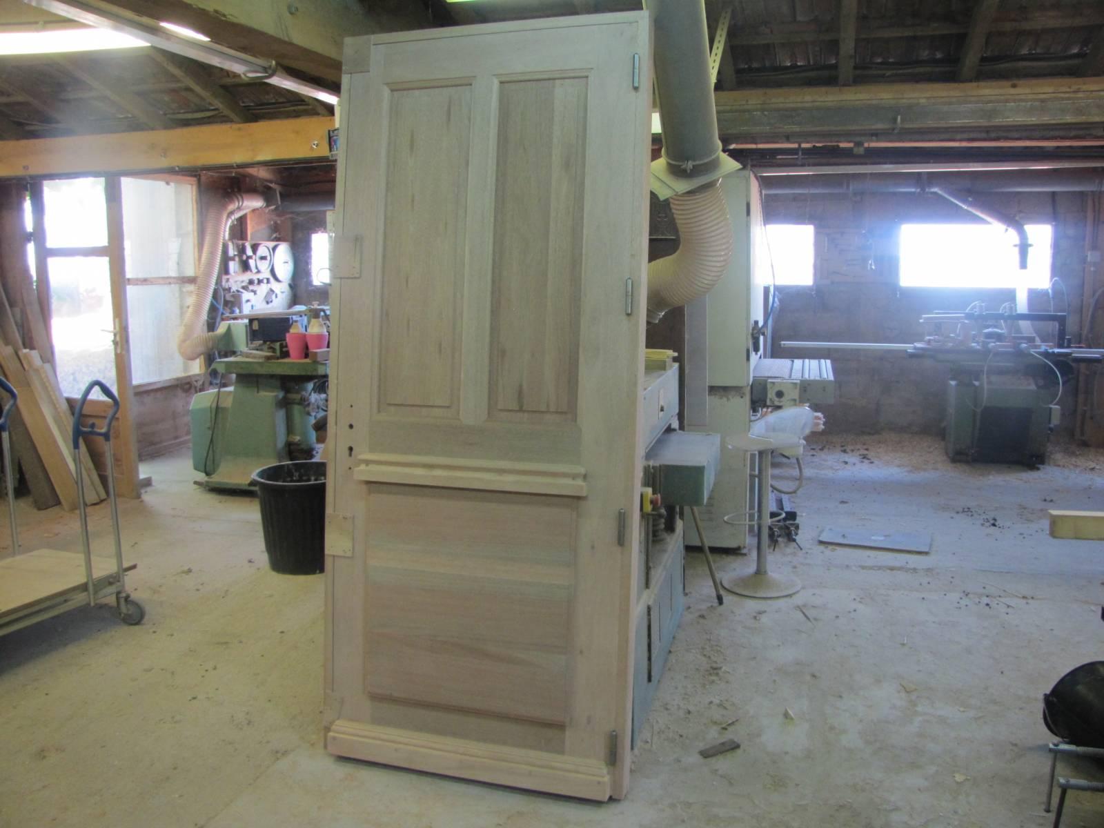 Fabrication d 39 une porte d 39 entr e aix en provence en - Fabrication d une porte en bois ...