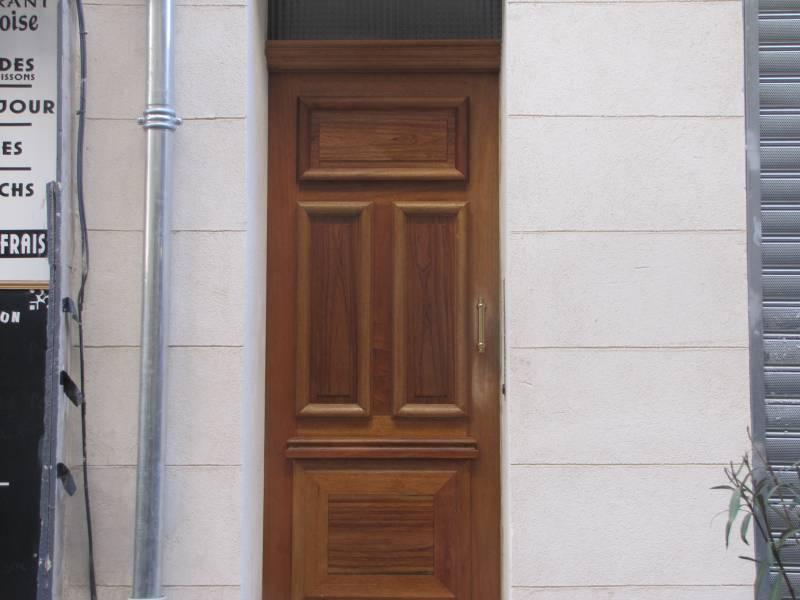 Menuisier Pour Fabrication DUne Porte DEntre En Bois Marseille